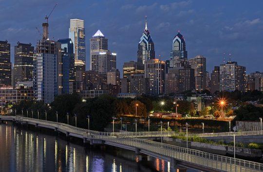 1200px-Philadelphia_from_South_Street_Bridge_July_2016_panorama_3b